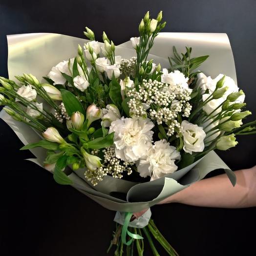 Белоснежный букет из эустомы и альстромерии: букеты цветов на заказ Flowwow