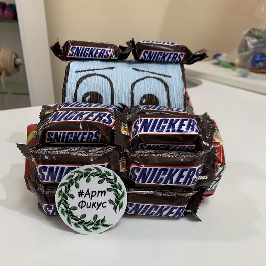 Машинка «Snickers»: букеты цветов на заказ Flowwow