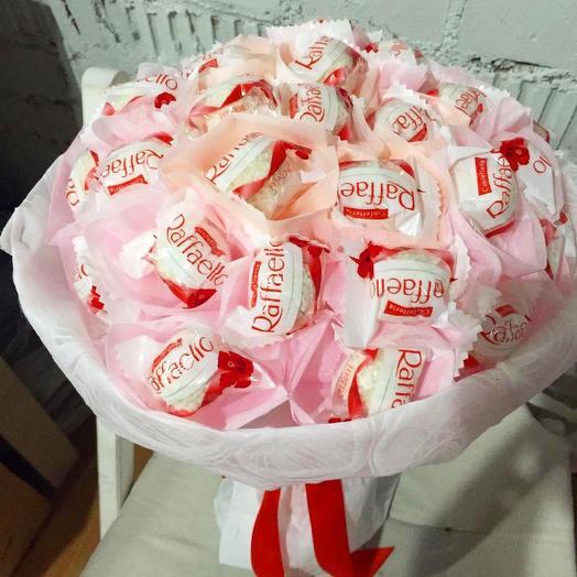 Букет из конфет Рафаэлло: букеты цветов на заказ Flowwow
