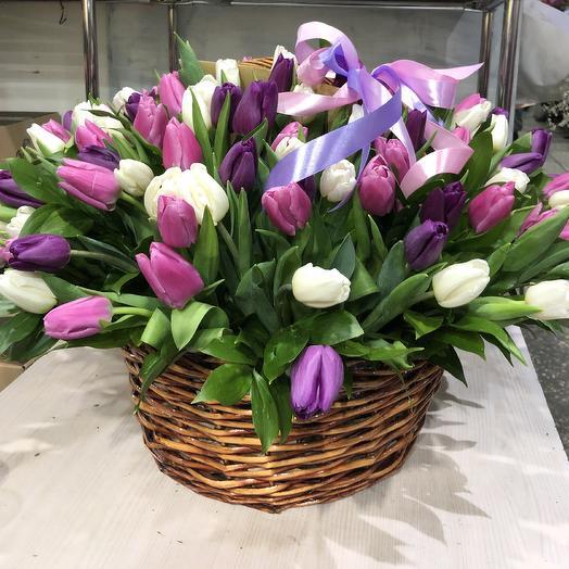 Большая корзинка из Тюльпанов: букеты цветов на заказ Flowwow