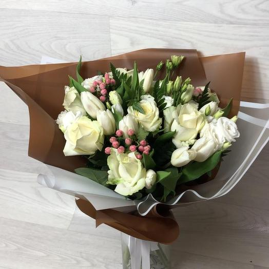 Композиция love stories в дизайнерской упаковке: букеты цветов на заказ Flowwow