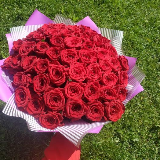 Букет из 51 роз сорта Red Naomi: букеты цветов на заказ Flowwow