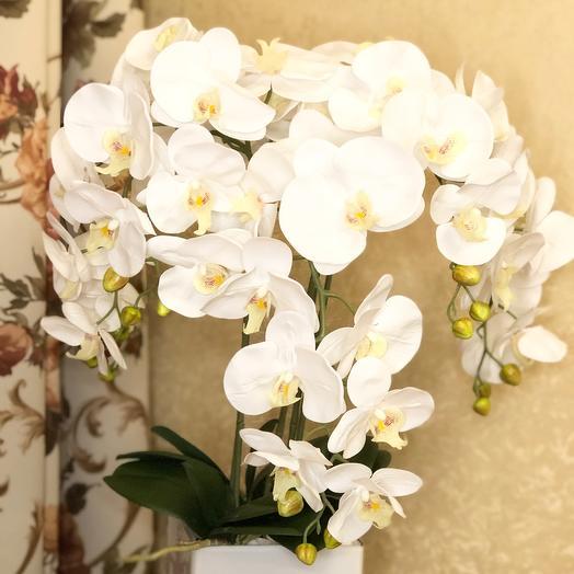 Селиконовые орхидеи в стеклянной вазе