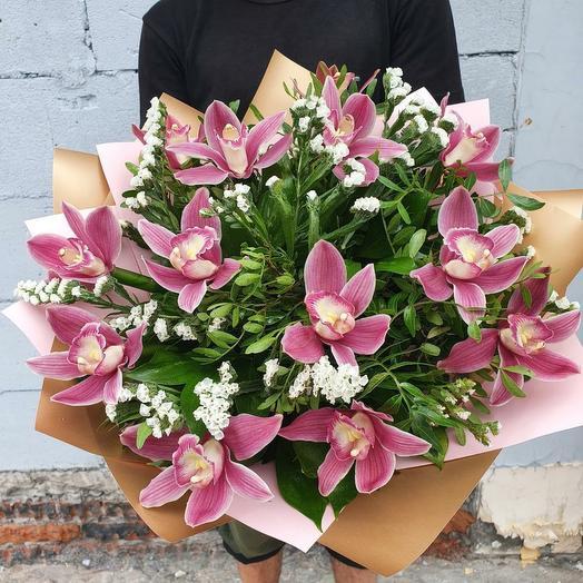 Экзотический букет розовых орхидей