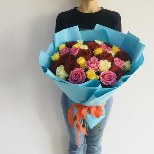 Букет из  31 разноцветной розы