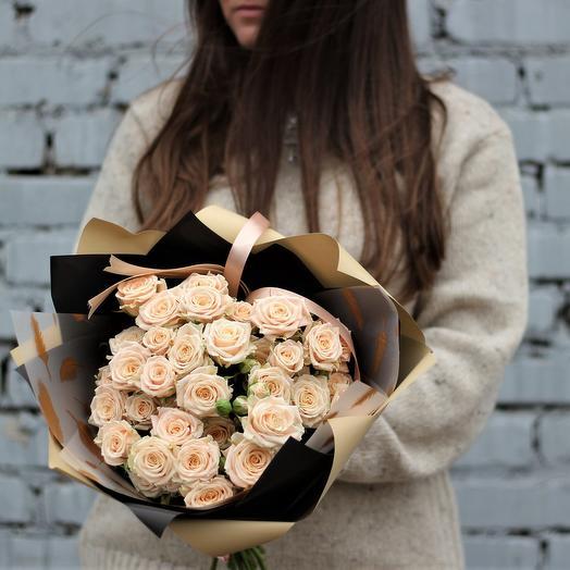 Кустовые кремовые розы