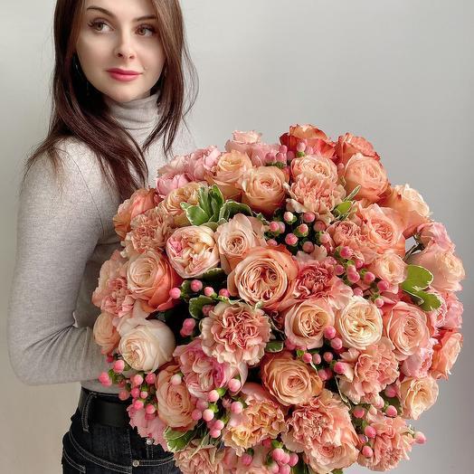 Букет с розами Шарм