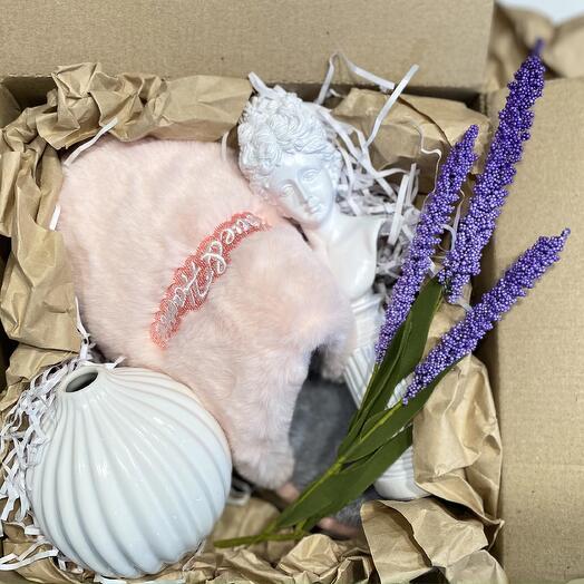 Подарочный набор с тапочками и декором для дома