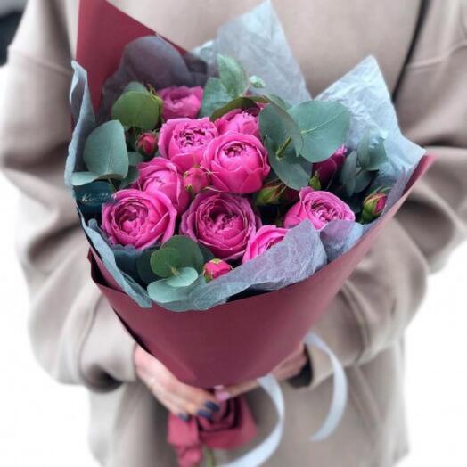 Пять кустовых пионовидных роз