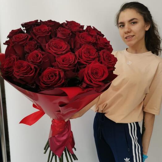 25 бордовых роз 70 см