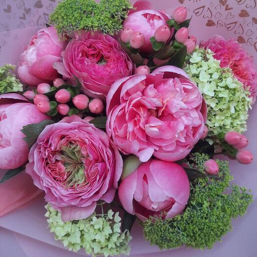 Розовый с пионами