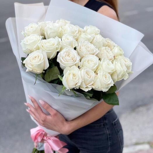 Белоснежные розы 25 шт