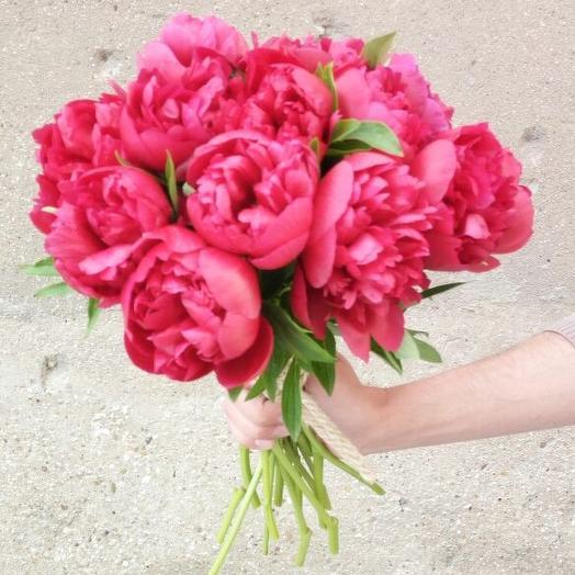 Букет из 15 красных пионов: букеты цветов на заказ Flowwow
