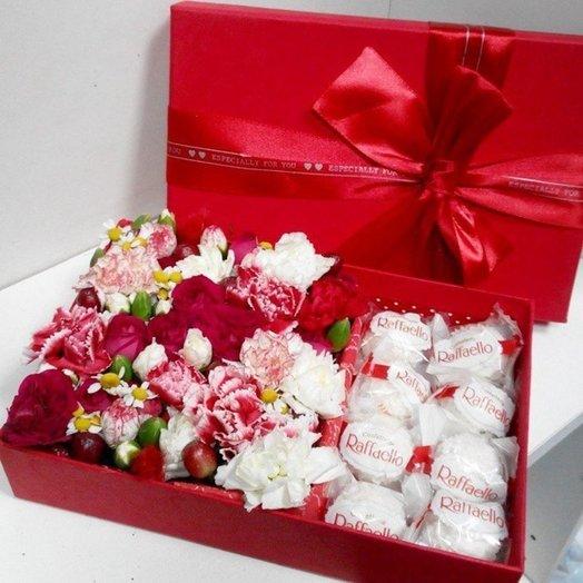 Коробка с цветами Вкусный подарок: букеты цветов на заказ Flowwow