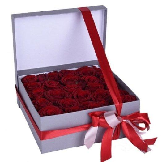 Красное и белое: букеты цветов на заказ Flowwow