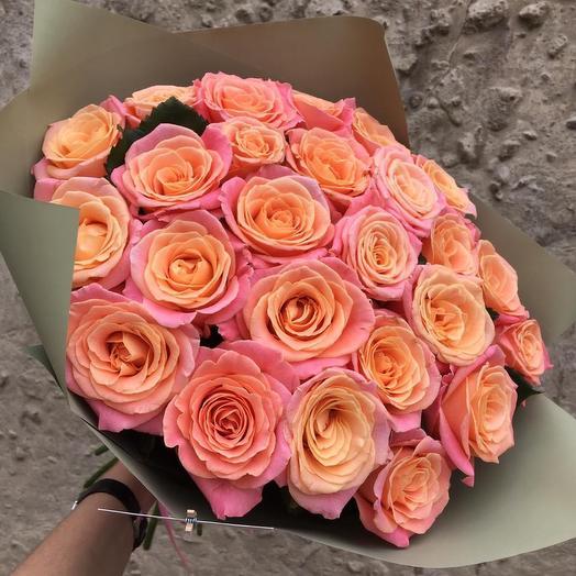 25 роз Пигги в дизайнерской упаковке: букеты цветов на заказ Flowwow