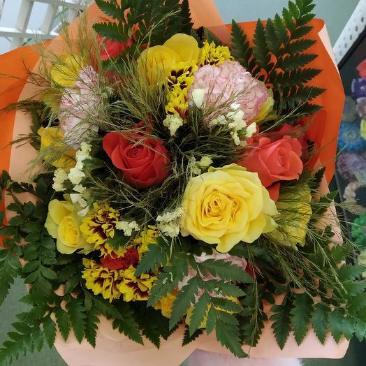 Осенний букет из роз  микс и папоротника: букеты цветов на заказ Flowwow
