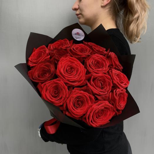 Классический моно букет из 15 роз Red Naomi: букеты цветов на заказ Flowwow