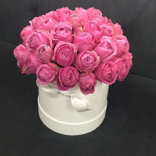 Пионовидные розы Мисти Баблз в белой шляпной коробке: букеты цветов на заказ Flowwow