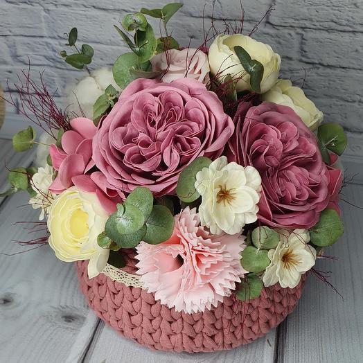 Букет в вязаной корзинке: букеты цветов на заказ Flowwow
