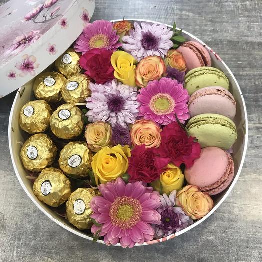 Коробка сюрприз с цветами и конфетами