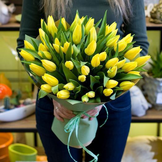 Букет Желтые тюльпаны: букеты цветов на заказ Flowwow