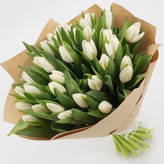 51 белых тюльпанов в крафте