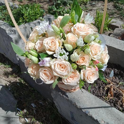 Корзинка с кустовой розой