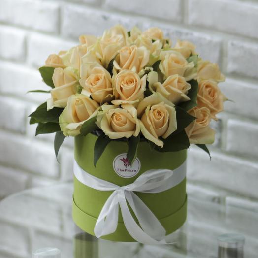 25 персиковых роз в коробке: букеты цветов на заказ Flowwow