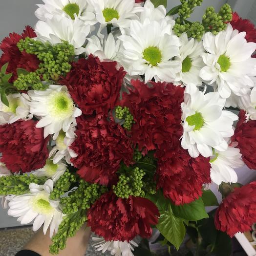 Гвоздики красные: букеты цветов на заказ Flowwow