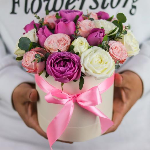 Мини комплимент. Коробка с кустовой пионовидной розой (микс). N759