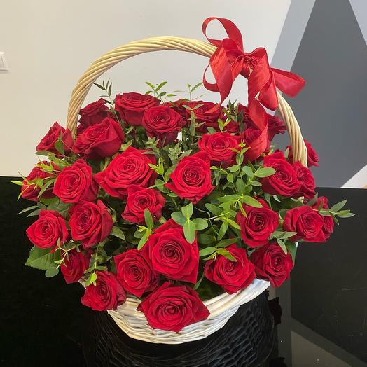 ✅ Корзина с розами