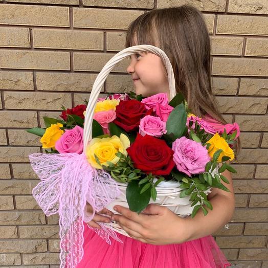 Корзина из 21 цветной Розы