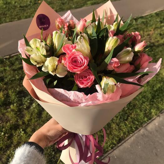 Альстромерии и кустовые розы