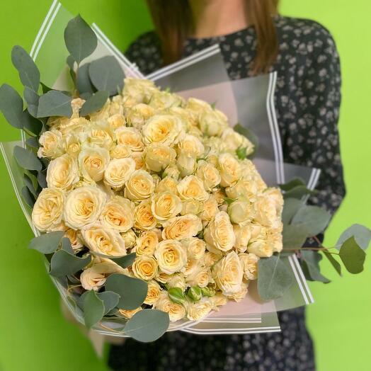 Букет из 51 кремовых кустовых роз