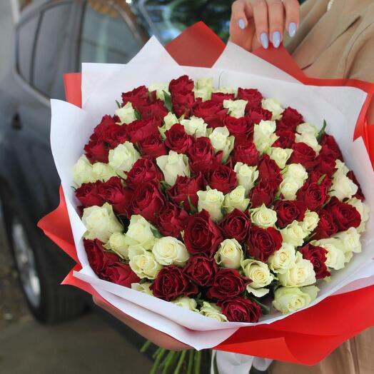 101 роза 45см в дизайнерской упаковке