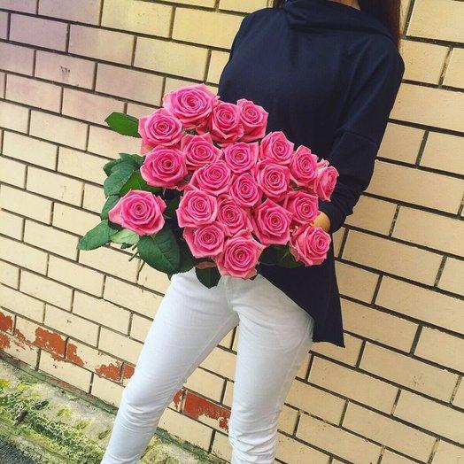 Букет из 21 розовой местной розы 80 см: букеты цветов на заказ Flowwow