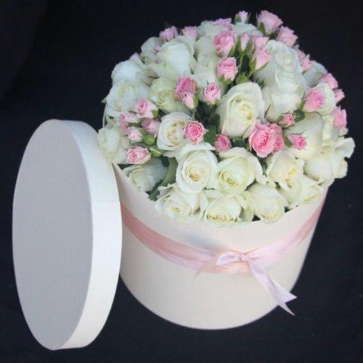 Букет в шляпной коробке с кустовой розой: букеты цветов на заказ Flowwow