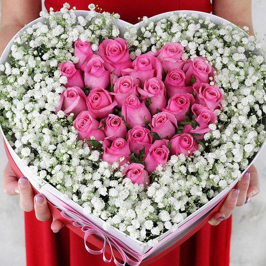 Композиция из 25 розовых роз и гипсофил в сердце: букеты цветов на заказ Flowwow