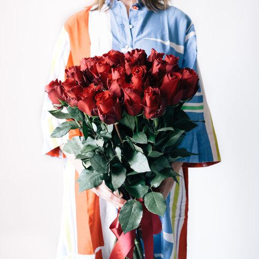 27 длинных красных роз