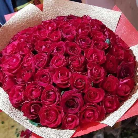 77 роз красных - прекрасных от Floristic World.