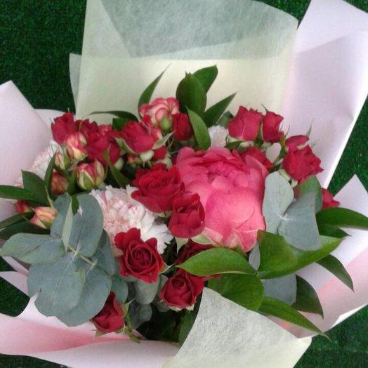 Букет из пионов и кустовых роз: букеты цветов на заказ Flowwow