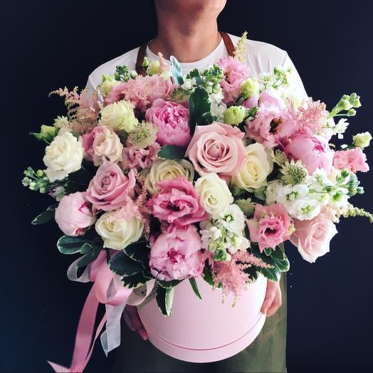 Весенние утро - коробочка с пионами: букеты цветов на заказ Flowwow