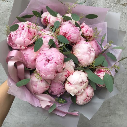 Пионы в шикарном исполнении: букеты цветов на заказ Flowwow