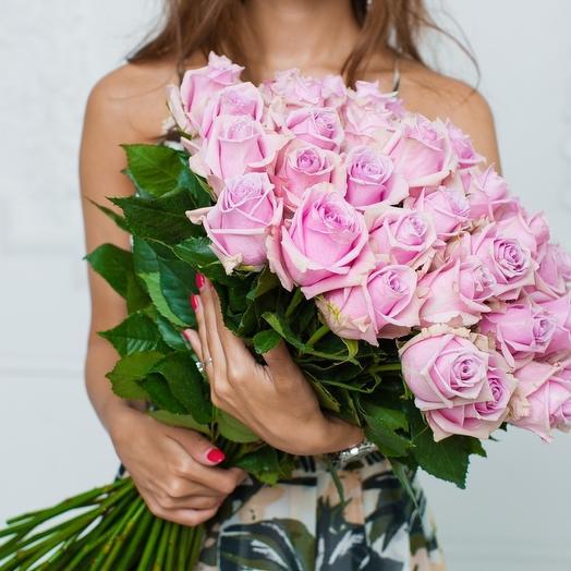 49 розовых роз