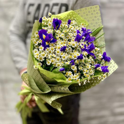 Букет из ирисов и ромашек: букеты цветов на заказ Flowwow