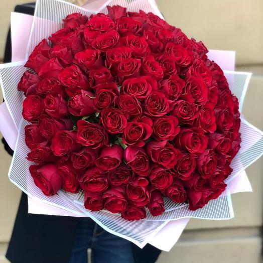 Гигант из 101 розы