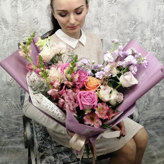 Букет с розами и маттиолой: букеты цветов на заказ Flowwow