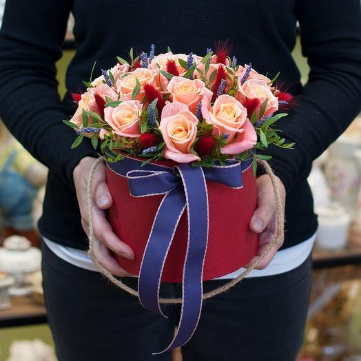 """Шляпная коробка с цветами """"Испанская страсть"""""""