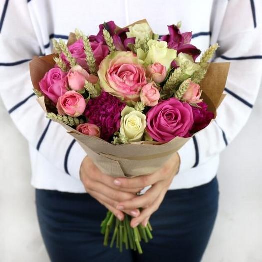 Яркий букет с розами и пшеницей